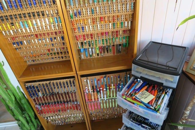 Rangements stylés pour stylos.