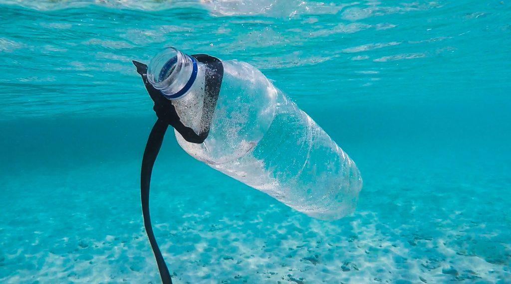 Bouteilles en plastique et pollution
